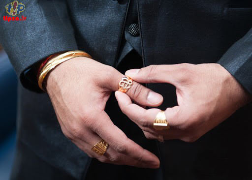 هر انگشتر مردانه در دست چه کاربرد و معنی دارد؟
